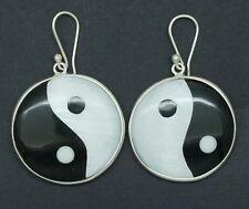 C fatto a mano nero e bianco tondo Shell Ying Yang Dangle Earrings nel 925