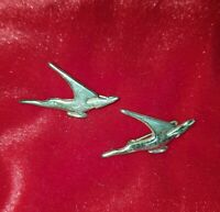 2 x VINTAGE Bird In Flight Brooches pins badges Goldtone