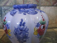 """VESTAL ALCOBACA PORTUGAL POTTERY #706 Hand Painted Blue Floral VASE 4"""" tall"""