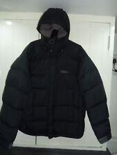Chaqueta con capucha para hombre negro hacia abajo por Rab en Talla M