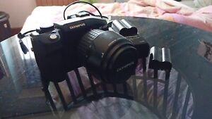 FOTOCAMERA Olympus E-330  + Zuiko Digital 14-45mm 1:3,5-5,6 + Doppia Batteria