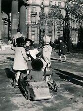 PARIS c. 1945 - Jeux d'Enfants Parc Monceau - 2222