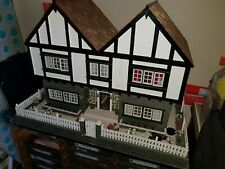 LARGE WOODEN DOLLS HOUSE IN EXCELLENT CONDITION WITH LIGHTS AND FURNITURE