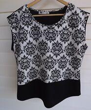 Temt Women's Black & White Top - Size L