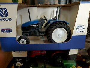 NEW HOLLAND FORD 5635  Die Cast TRACTOR in BOX 1/16 Scale Country Classics