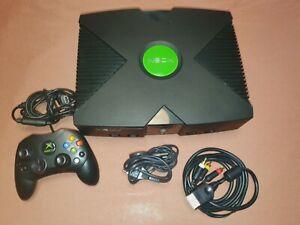 Console Xbox Original (1ere Génération) avec une manette et un câble Audio Video
