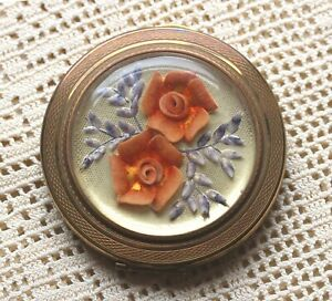 PRETTY 1960s ENGLISH KIGU GOLD TONE COMPACT WITH LUCITE ROSES & SHELL LEAVES