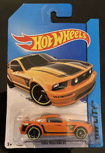 Hot Wheels FORD MUSTANG GT Orange HW CITY Long Card
