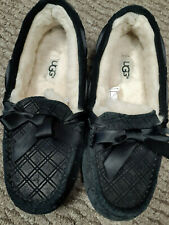 UGG Australia Black Pattern Shearling Moccasin Slippers Never Worn Size 6