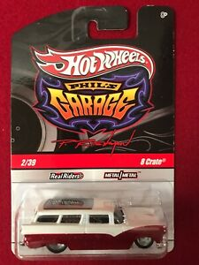 2009 Hot Wheels Phil's Garage 8 Crate Red/White Real Riders