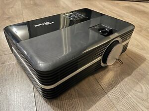 optoma 4k UHD 3D projector with 2 pairs 3d glasses, 3500 lumens