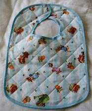 NEW Baby's Beatrix Potter Motif in policotone trapuntato Bavaglino Con Velcro Fastener