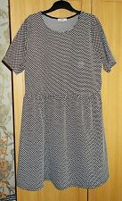 Weekend Dress Black White Spots Plus Size 20 Short Sleeved by Papaya