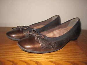 NWOB Bronze Leather/Patent Toe CLARKS ARTISAN CANDRA GLOW Bow Ballet Flats 6.5