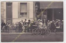 Rare Carte Photo 17200 ROYAN le Café de la Poste terrasse très animée vélos
