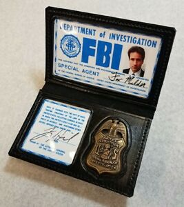 X-Files Prop Wallet and Badge pair - Mulder and Scully