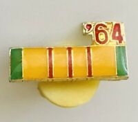 1964 Vietnam Service Medal Army Ribbon Pin Badge US Military Vintage (A5)
