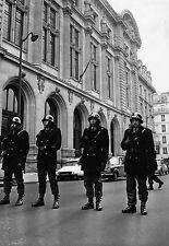Photo originale policier Sorbonne Paris rue Citroën DS 1969