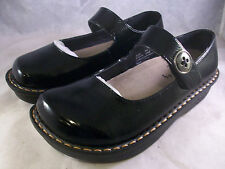 NEW SAVVY BY JACKIE D. WOMEN'S JANE MARY JANE CLOG BLACK CRINKLE 8 MEDIUM $50