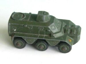 1 x DINKY TOYS # 676. ARMOURED PERSONNEL CARRIER. 1955-62. MECCANO DIECAST