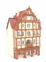Bürgerhaus mit Arkaden und Geschäft und Ausstattung BELEUCHTET Spur N C1230