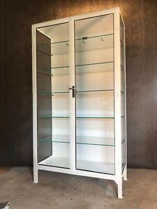 """Alter ORIGINAL zweitüriger Arztschrank Metallvitrine Industrie Design Möbel """"12"""""""