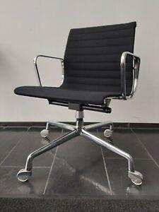 Eames Alu Chair EA 118 Herman Miller Hopsak Schwarz