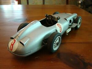 1/16 Mercedes Benz W196 Grand Prix Car 2.5 Litre Straight 8 Fangio 1954 1/18