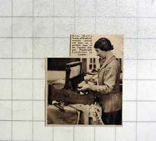 1936 Miss Molly Searle Of Watford Weaving Bags And Scarves London Exhibition
