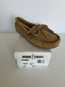 Minnetonka Women's Kilty Suede Softsole Moccasin Taupe Size 6.5