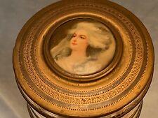Boite en laiton ciselé de style Louis XVI médaillon portrait Marie-Antoinette