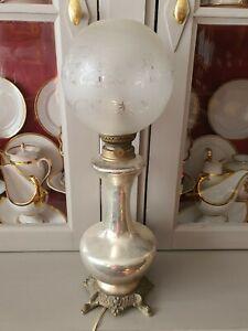 LAMPE A PÉTROLE ancienne en verre églomisé et globe remontée a l'électricité