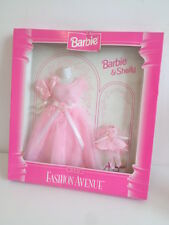 Fashion avenue 1996 Barbie et Shelly tenues - 2 x Rose Robes etc. - Comme neuf IN BOX
