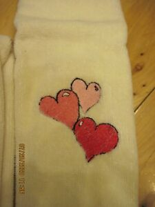 Set of 2 Cream colored fingertip towels w/fringe~w/embroidered hearts