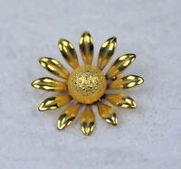 Vintage Gold Tone Daisy Flower Brooch Pin