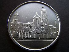 SMITHSONIAN CASTLE PEWTER SOUVENIR COLLECTORS MEDALLION