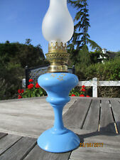 BELLE LAMPE A PETROLE EN OPALINE