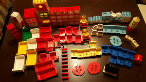 Lego Duplo / Hauszubehör / Konvolut / ua. Stühle, Küchenmöbel, Regale