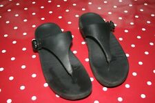 Fitflop size 7 black toe post sandals