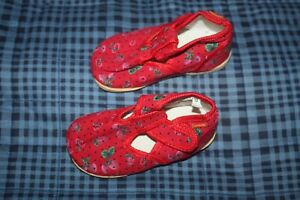 NEW CANVAS RED HOME SHOES/SLIPPERS SIZE 8-8,5
