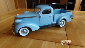 Road Signature 1937 STUDEBAKER COUPE EXPRESS Pickup Truck 1:18 Scale # 92458