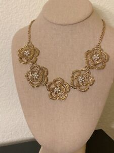Gorgeous Vintage Design Goldtone Statement Necklace Flower Blossoms Pearl Accent