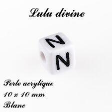Perle acrylique alphabétique de 10 x 10 mm, Blanc : Lettre N (Lot de 10 perles)