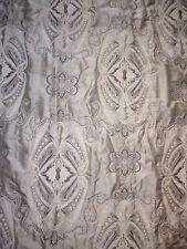tissu textile ameublement motif médaillon arabesque art nouveau tissé gris taupe