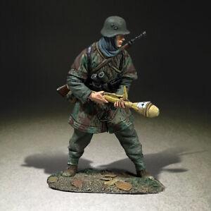 BRITAINS WORLD WAR 2 GERMAN 25110 WAFFEN GRENADIER ARMED WITH PANZERFAUST