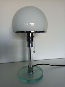 Tischlampe im Bauhaus-Stil