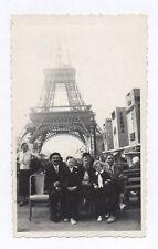 PHOTO ANCIENNE Snapshot PARIS TOUR EIFFEL Vers 1930 Dame de Fer Groupe Famille
