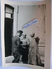 Foto mit Soldat und zwei Typen mit Mantel und Judenkappe???