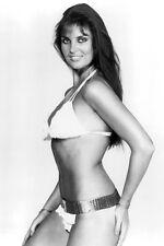 Caroline Munro Coqueto Bikini James Bond Girl Muy Sexy 11x17 Mini Póster