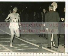 ORIGINAL PRESSEFOTO: MICHEL JAZY RECORD DU MONDE 2000m - 1955 BUDAPEST